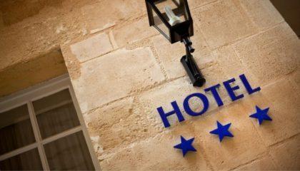 Российские отели: продать нельзя купить